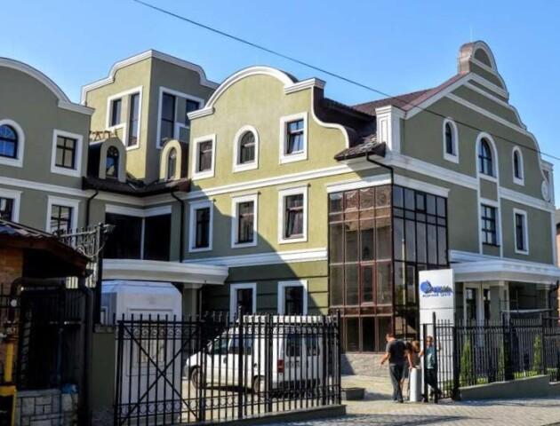 У Луцьку в Старому місті за 3,6 мільйона доларів продають будівлю