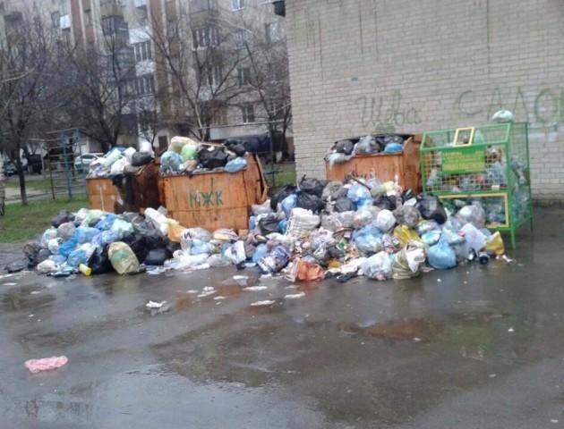 У Луцьку невчасно вивозять сміття