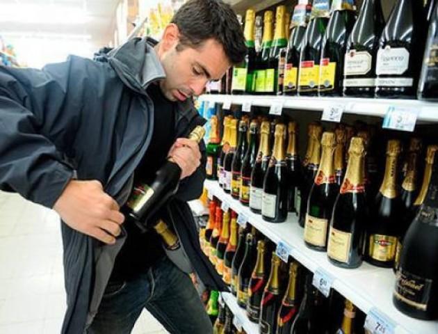 У Нововолинську злодій тричі обкрадав місцевий супермаркет