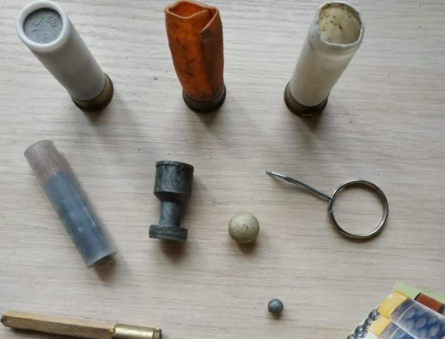 Письменник з Луцька показав колекцію куль, якими стріляли в майданівців. ФОТО