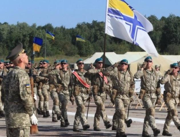 Гасло «Слава Україні!» хочуть зробити військовим вітанням