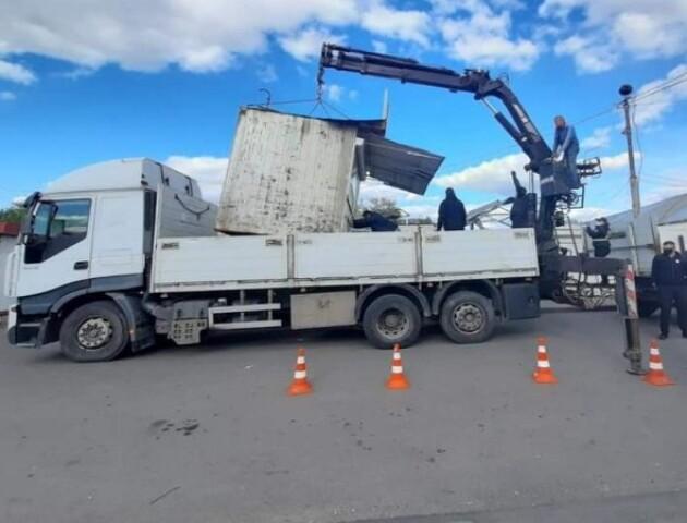 У Луцьку продовжують демонтаж контейнерів на Старому ринку