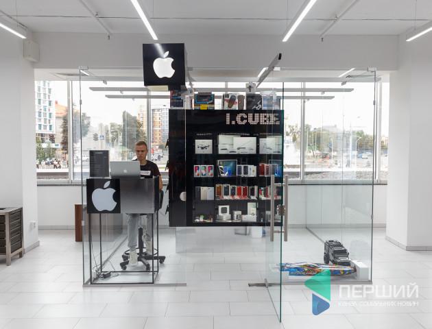 Розважайся або заробляй: у магазині I.Cube з'явилась техніка на радіокеруванні. ФОТО. ВІДЕО