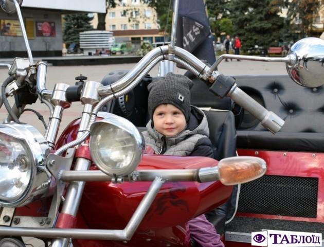 Байкери із трьох країн закрили сезон у Луцьку. ФОТО