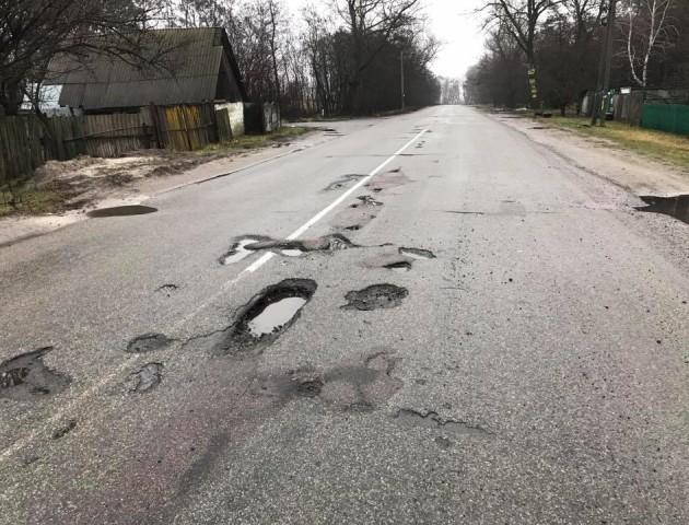 Пасемо задніх: Україна – в 10-ці найгірших за якістю доріг