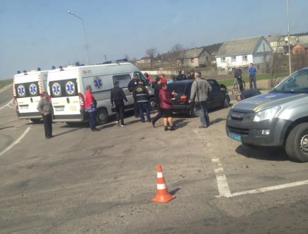 Біля Луцька — аварія з постраждалими. ФОТО