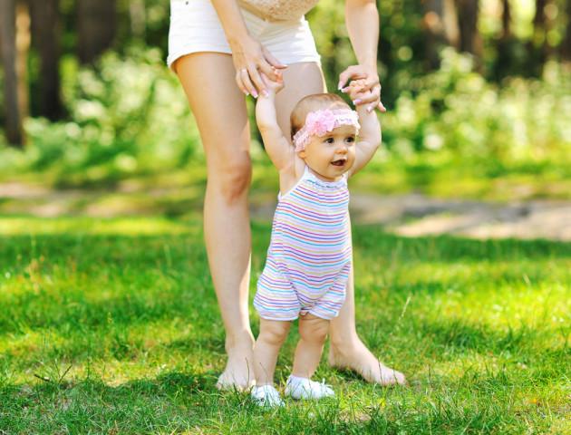 Як навчити малюка тримати рівновагу