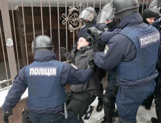 Під судом, де обирають запобіжний захід меру Одеси сталася бійка зі стріляниною. ВІДЕО