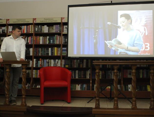 Століття поезії, заборони й один алюмінієвий тазик: У Луцьку слухали про білоруську літературу. ФОТО