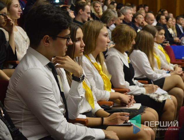 У Луцьку стартував всеукраїнський турнір з економіки. ФОТО