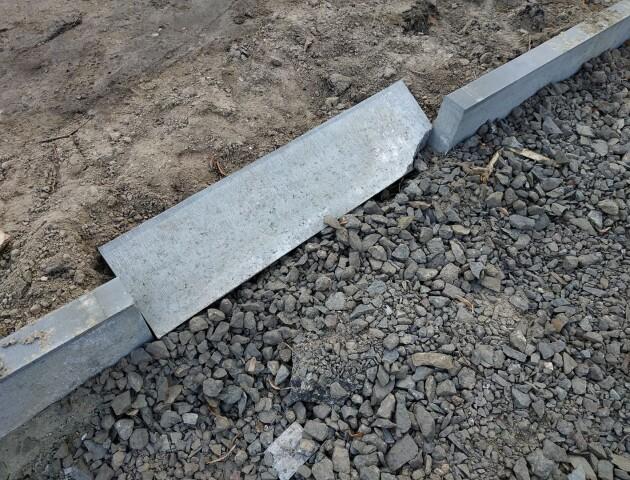 «Використовують матеріали другого сорту», - лучани про ремонт двору на проспекті Молоді