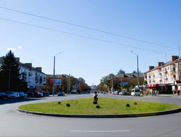 Лучани просять покласти бруківку на проспекті Грушевського