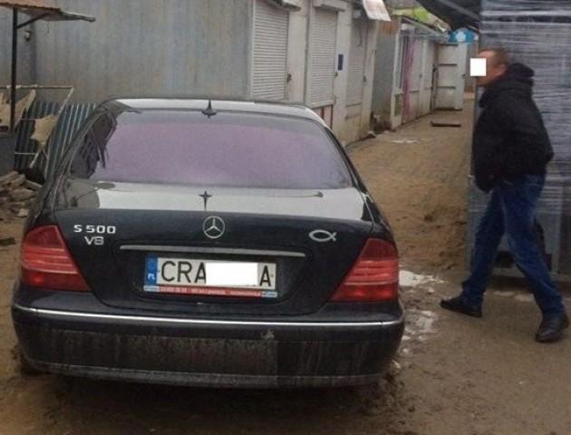 У Луцьку п'яний водій протаранив торговий павільйон