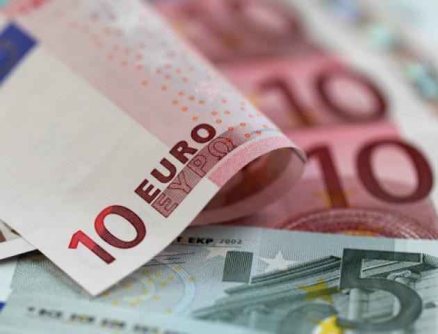 Курс валют на 5 березня: долар дешевшає, євро дорожчає