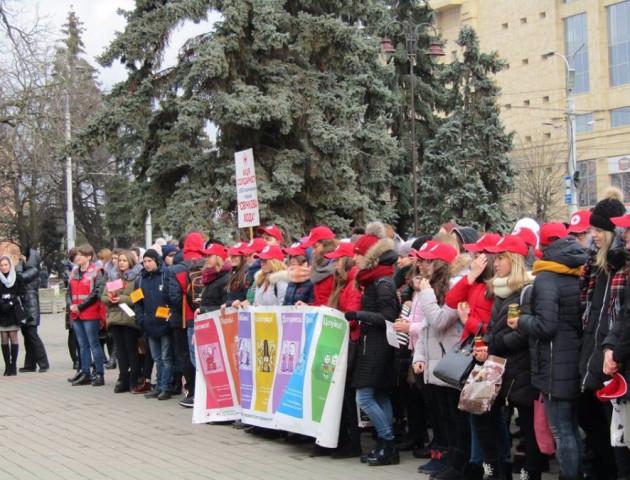 Як у Луцьку відбулася акція підтримки ВІЛ-позитивних людей. ВІДЕО