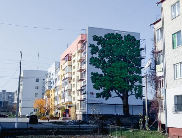 Показали новий гігантський мурал у Луцьку. ФОТО