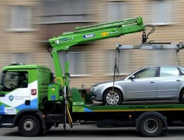 У Луцьку муніципали штрафуватимуть горе-паркувальників