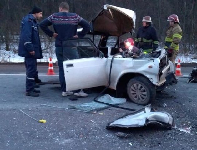 Моторошна ДТП на Львівщині: водій на швидкості в'їхав у пасажирський автобус. ВІДЕО