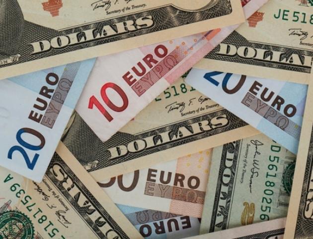 Курс валют на 6 листопада: євро суттєво впав, долар також знецінився