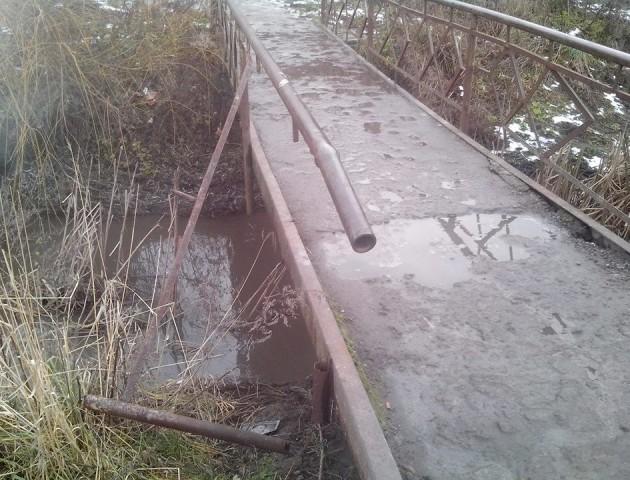У Луцьку руйнується міст через Сапалаївку
