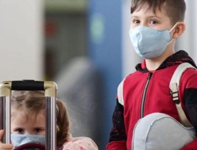 Чому дітям не роблять щеплення від коронавірусу. Пояснення лікаря