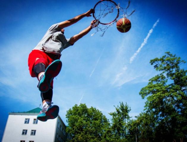 На день молоді у Луцьку гратимуть в стрітбол