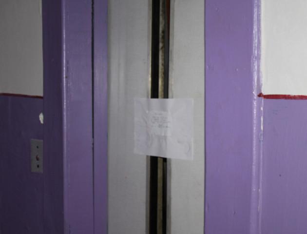 Жителі будинку просять відремонтувати ліфт, в якому загинула лучанка