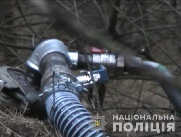 Лучани відкачували паливо з найбільшого у світі нафтопроводу «Дружба». ФОТО