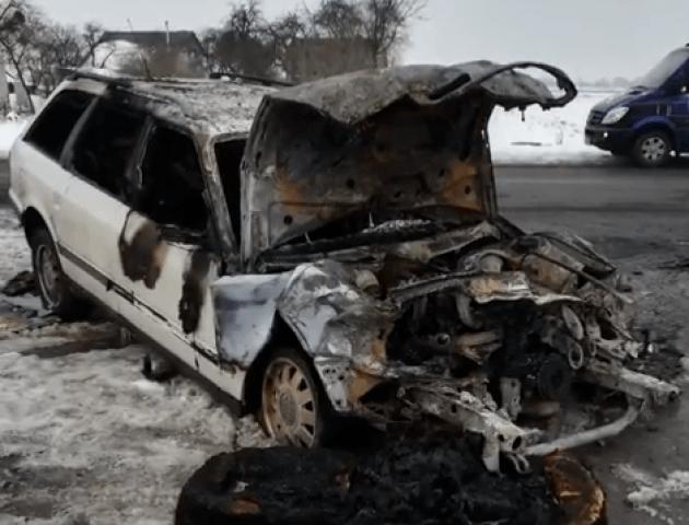 У Луцьку згорів автомобіль. ВІДЕО