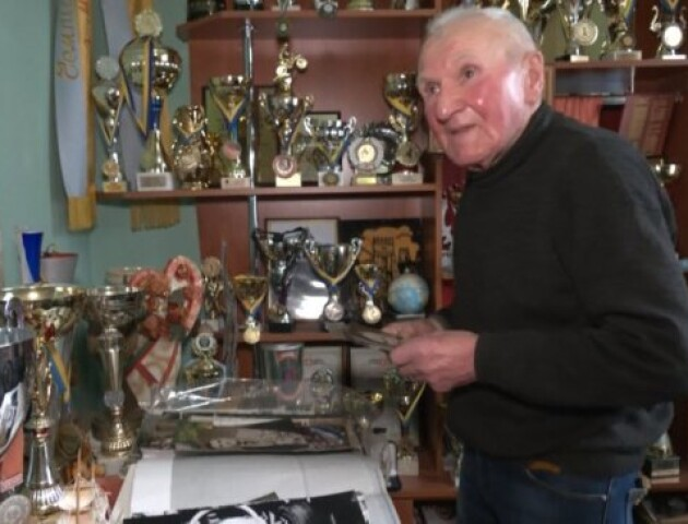 80-річний волинянин мріє відкрити музей історії мотоспорту. Він збирає експонати понад 60 років