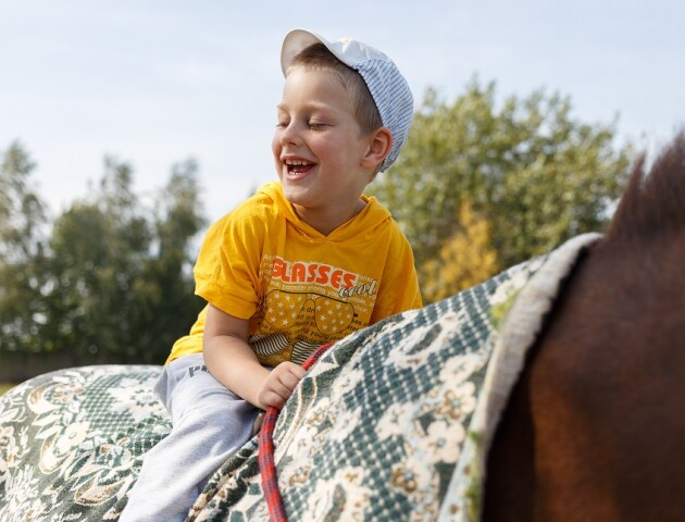 У «Kava avenue» проведуть концерт, щоб добудувати центр для лікування дітей поїздками на конях