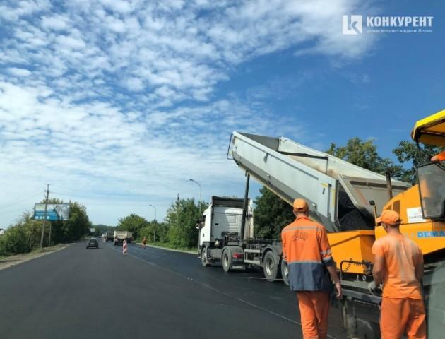 Показали, як ремонтують дорогу на Рованці. ФОТО