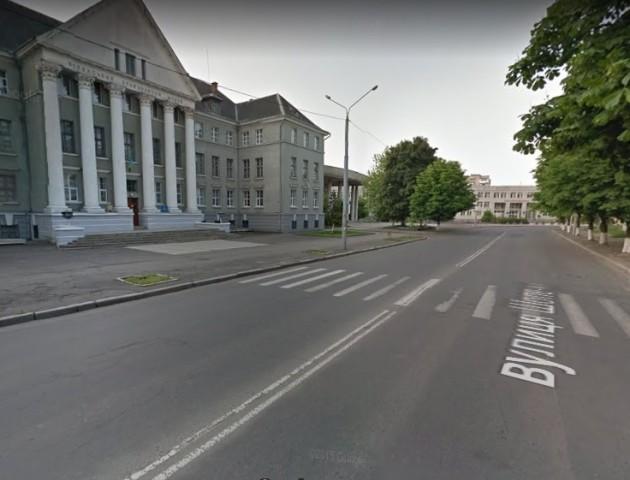 На вулиці Шопена у Луцьку вимагають, щоб були «лежачі поліцейські»