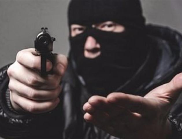 На Волині озброєні грабіжники напали на трьох людей