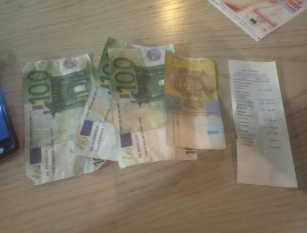 У Луцьку парочка поїла в барі і розплатилася фальшивими грошима. ВІДЕО. ФОТО