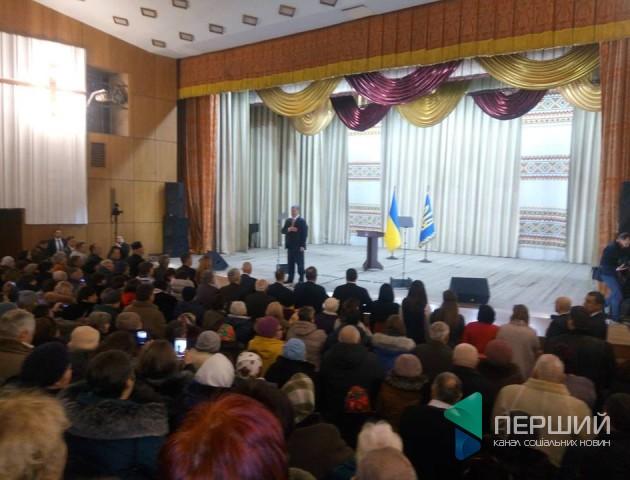 Петро Порошенко пообіцяв приїхати в Олику на відкриття відремонтованої дороги