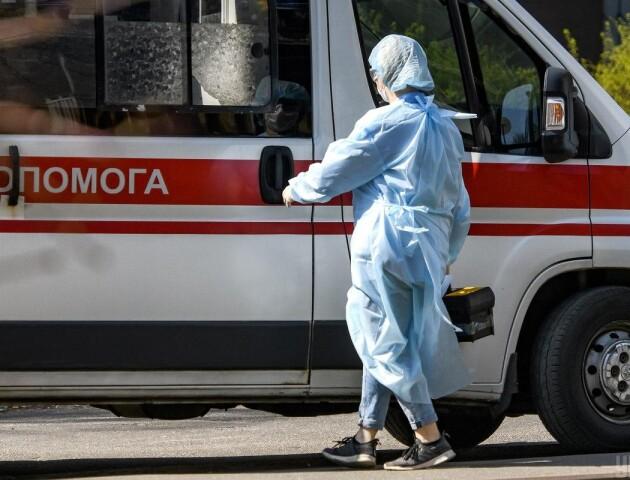 У гуртожитку під Києвом стався спалах коронавірусу. Виявили 37 хворих, двоє померло