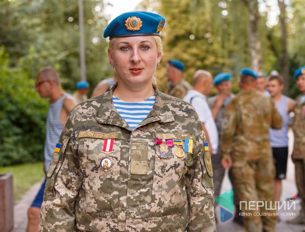 Одна жінка серед 75 чоловіків: як десантниця з Черкащини потрапила до Луцька