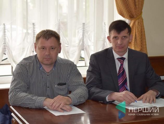 Депутата Волиньради, в якого забрали посвідчення водія, сфотографували за кермом