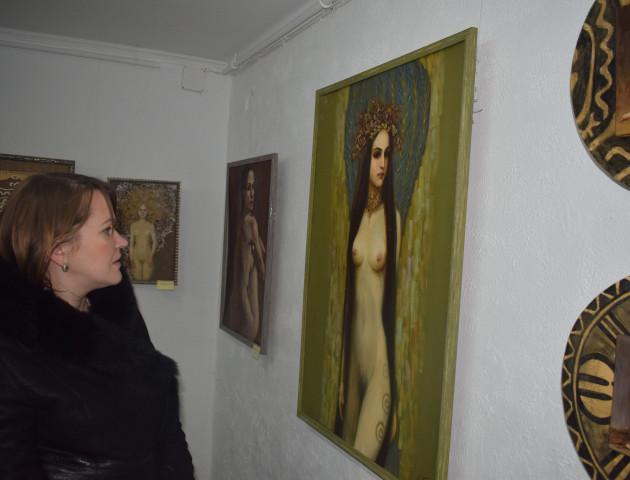 У луцькій галереї – виставка картин у стилі ню «Трипільська»