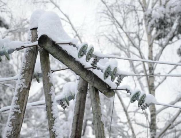 На Волині через снігопад люди в селах сидять без світла