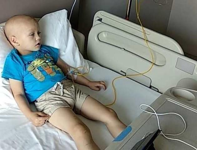 «Рома сьогодні посміхнувся», - повідомили про стан хлопчика, який в Луцьку бореться з раком