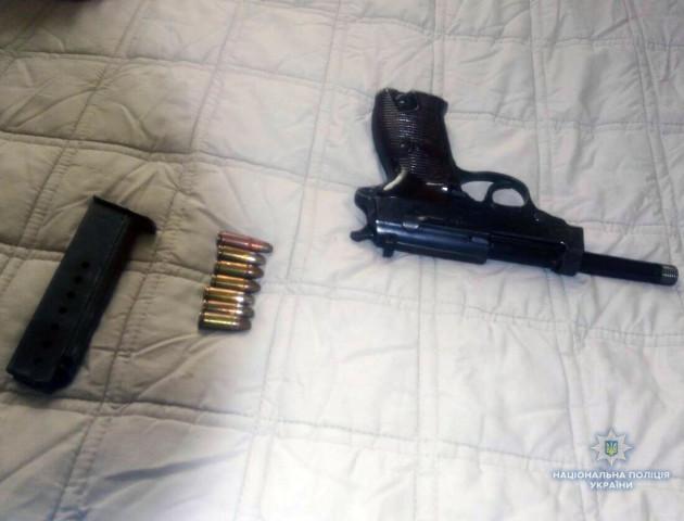 У волинянина вилучили пістолет та вибухівку. ФОТО