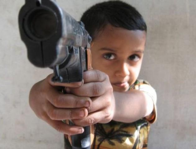На Волині судили батьків учня, який приніс до школи пістолет