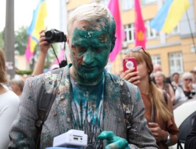 Шабуніна облили зеленкою і закидали тортами, коли він вимагав відставки Холодницького. ФОТО. ВІДЕО