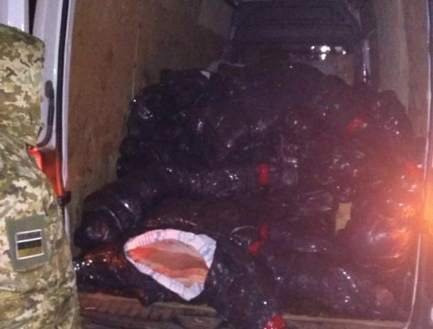 На Волині прикордонники затримали мікроавтобус, «набитий» 3 тоннами телячих тушок