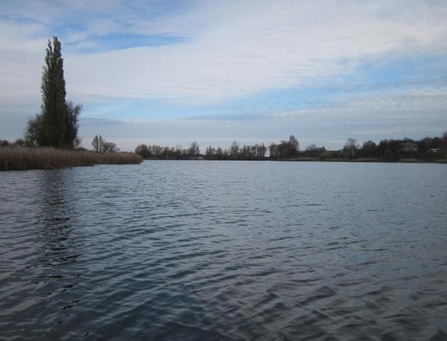 Волинянка шубовснула в озеро за примарою