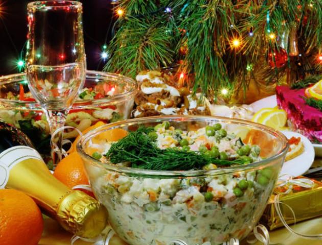 Ялинка, мандарини, олів'є: у скільки лучанам обійдуться новорічні атрибути. ВІДЕО