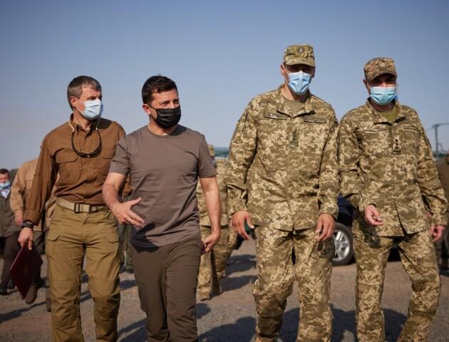 Президент з'їздив на Донеччину і поїв з солдатами борщу