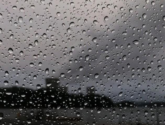 Грози та шквальний вітер: синоптики попередили про погіршення погодних умов